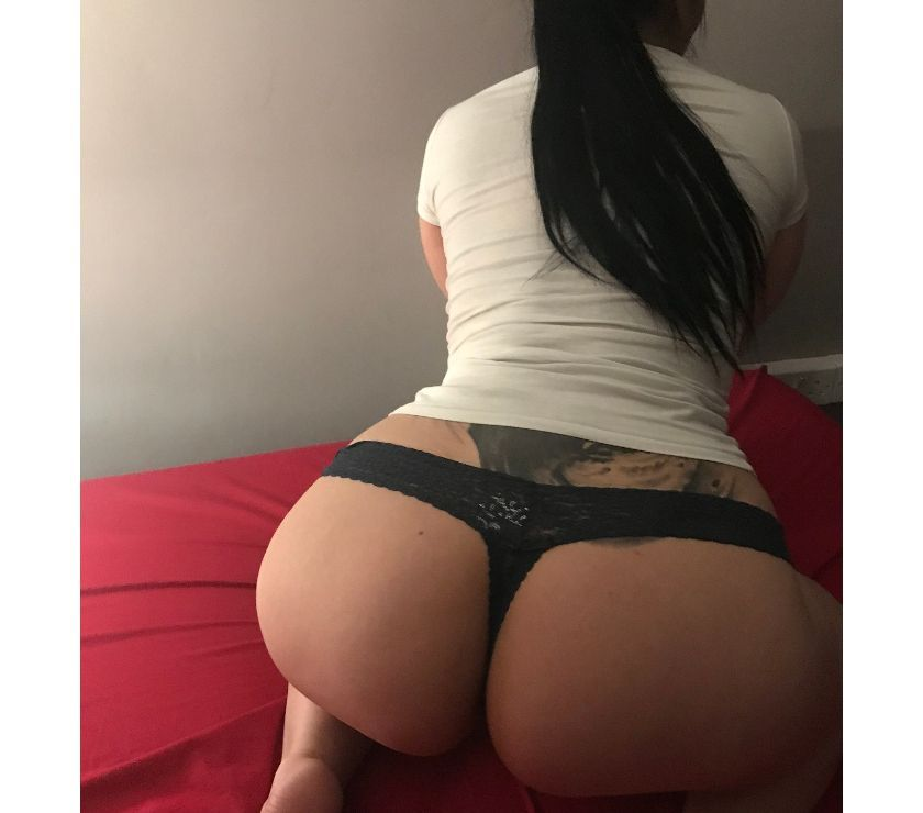 STUNING HORNY BRUNETTE CALL ME NOW