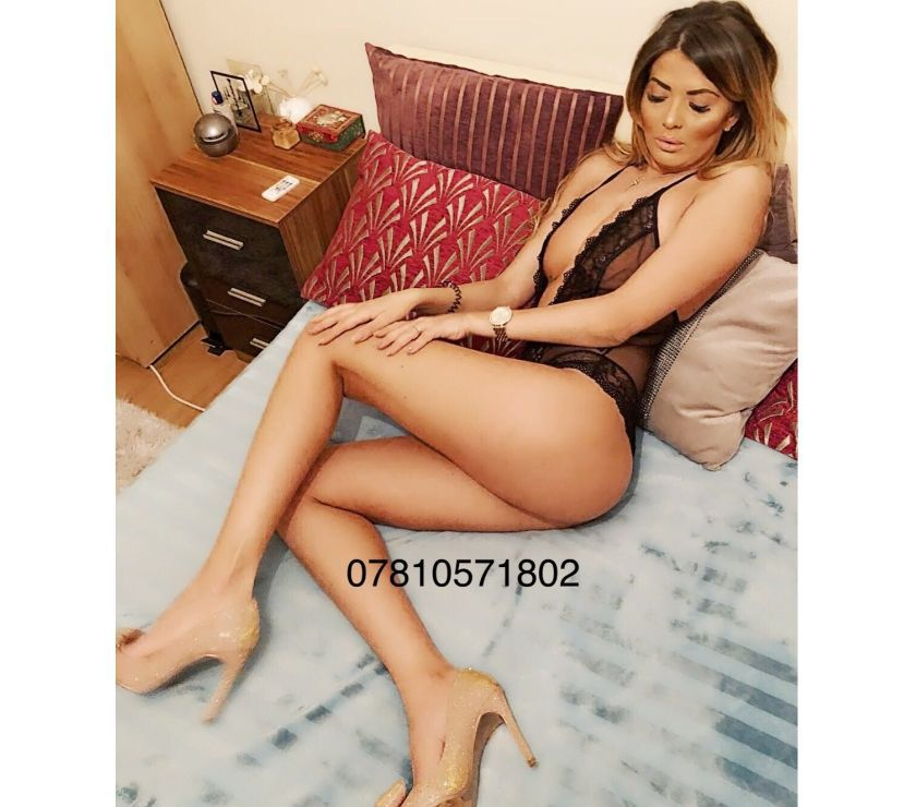 NAUGHTY JASMINE - 2 MINS WALK FROM SOUTH WOODFORD STATION !